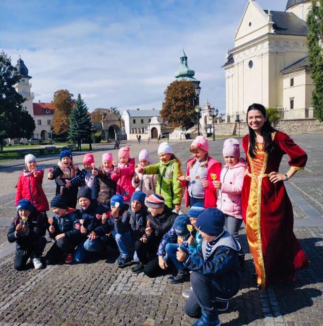 Автобусна екскурсія-квест Жовквою «У пошуках королівського скарбу»